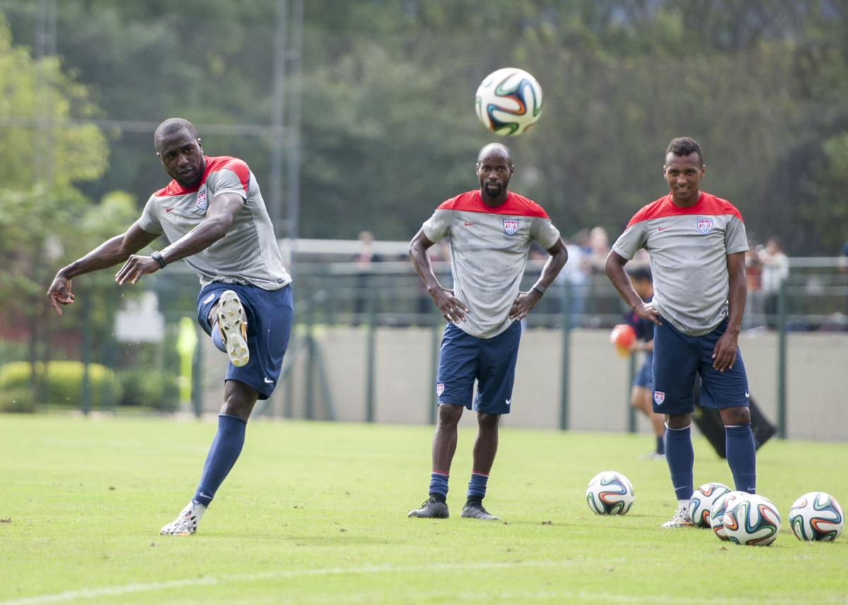 d9a1c4e1bf6 Jozy Altidore practices free kicks with teammates