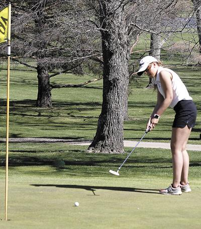 Tanagers down Lady Bulldogs in golf