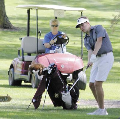 Bulldogs close busy week on the links