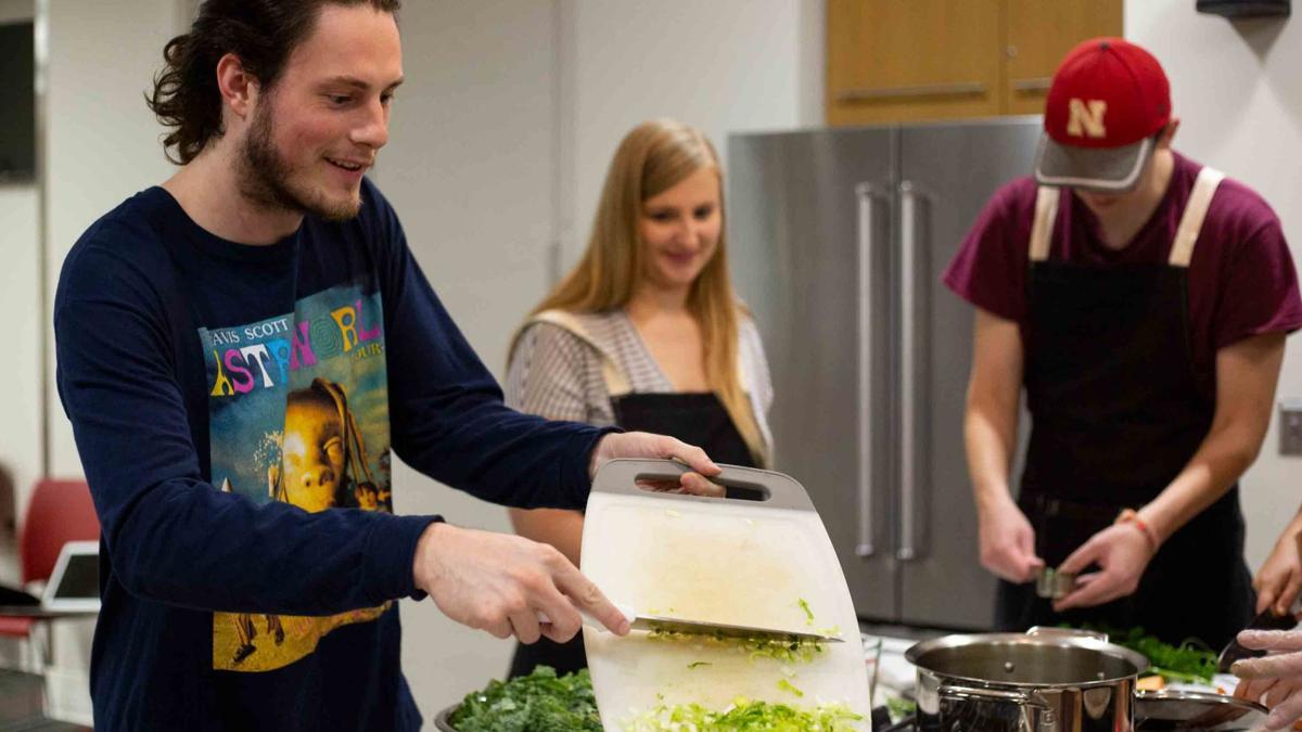 UNL Campus Recreation Center class cooks up zero waste meal
