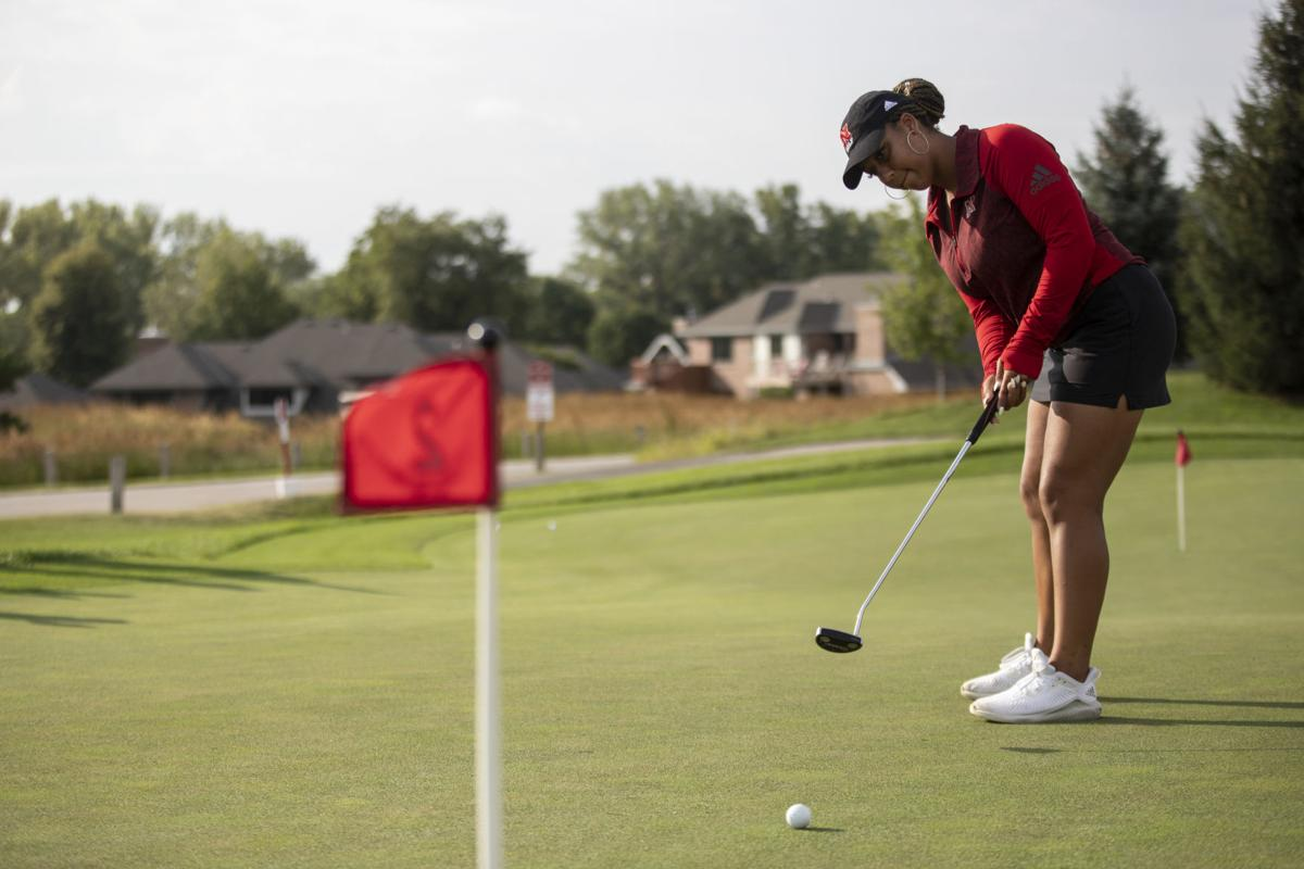 Vanessa Bouvet Golfing