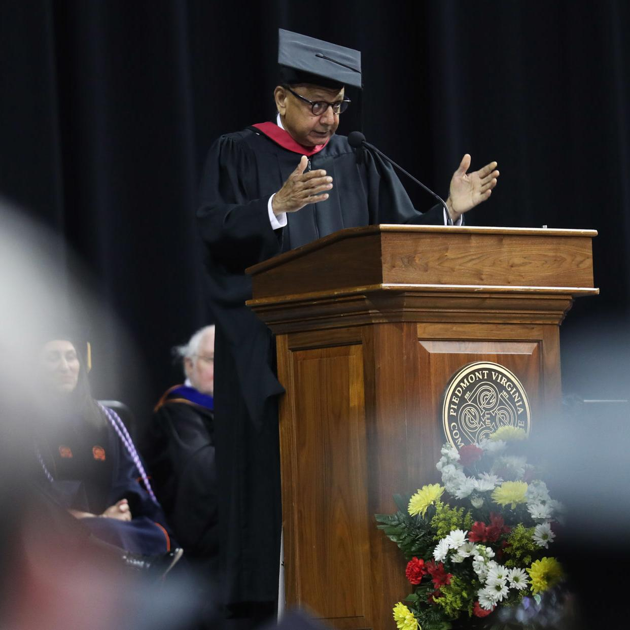 Khan to speak at Monticello citizenship ceremony | Local