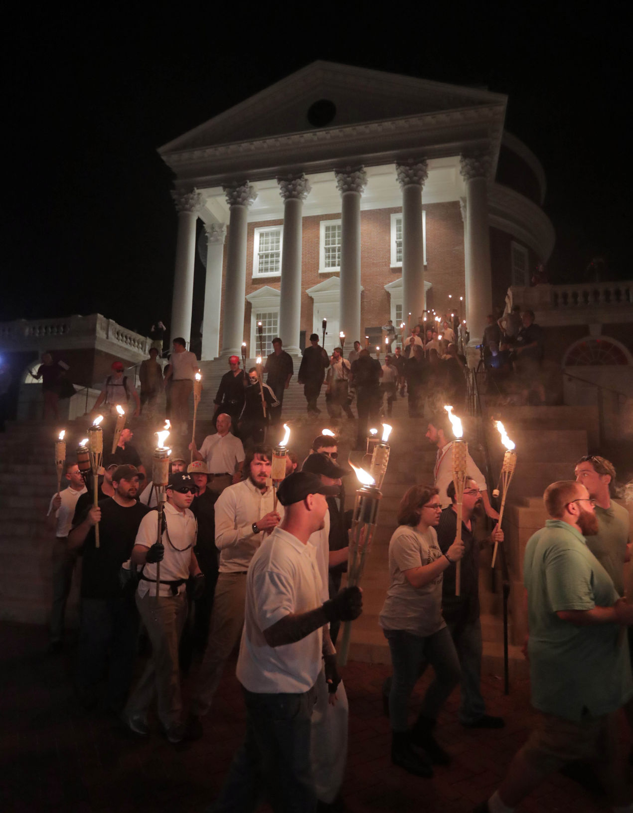 petition cover letter%0A Protesters shroud Jefferson statue  decry UVa response to rallies   Local    dailyprogress com