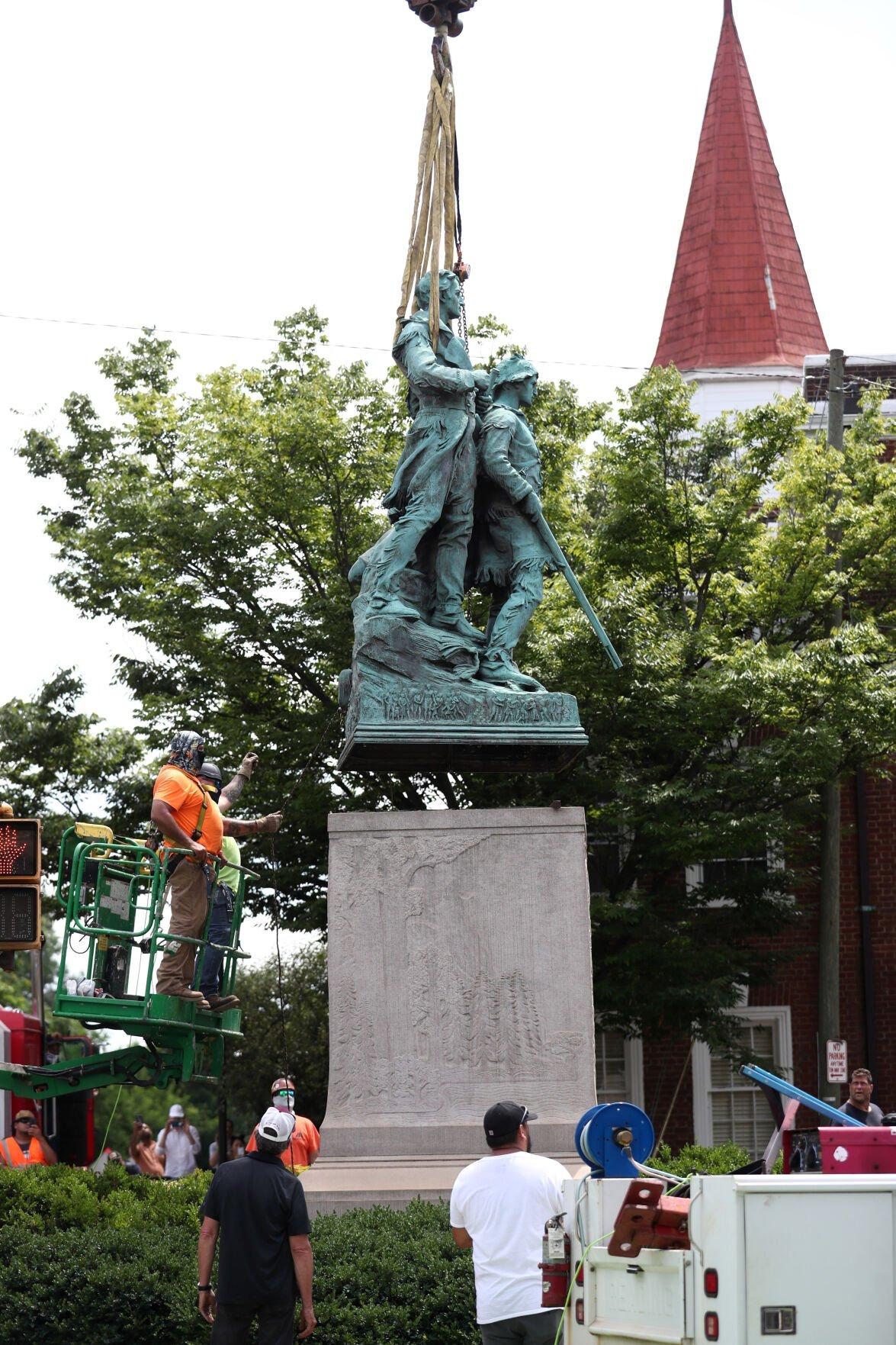 071021-cdp-news-statues129.JPG