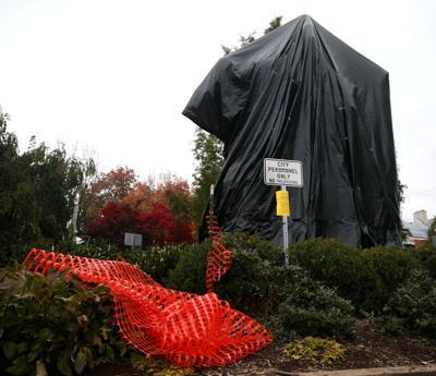 Lee statue - fencing damaged