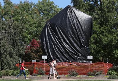 Statue tarps