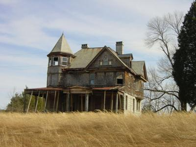 The History Of A Hauntingly Beautiful House Features