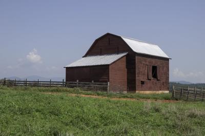 Iconic Greene barn struck by lightning