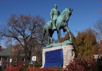 Lee statue spraypainted