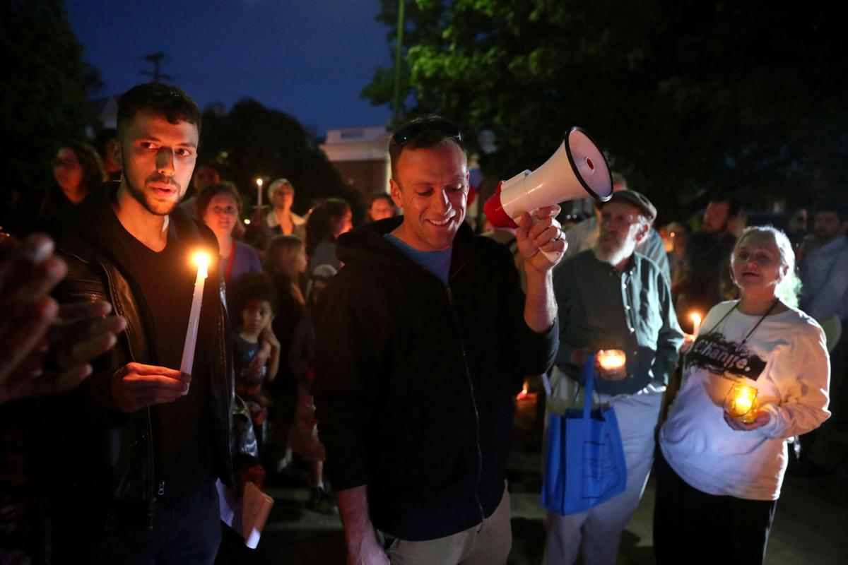 candlelit counter protest follows u0027alt right u0027 torch bearers at lee