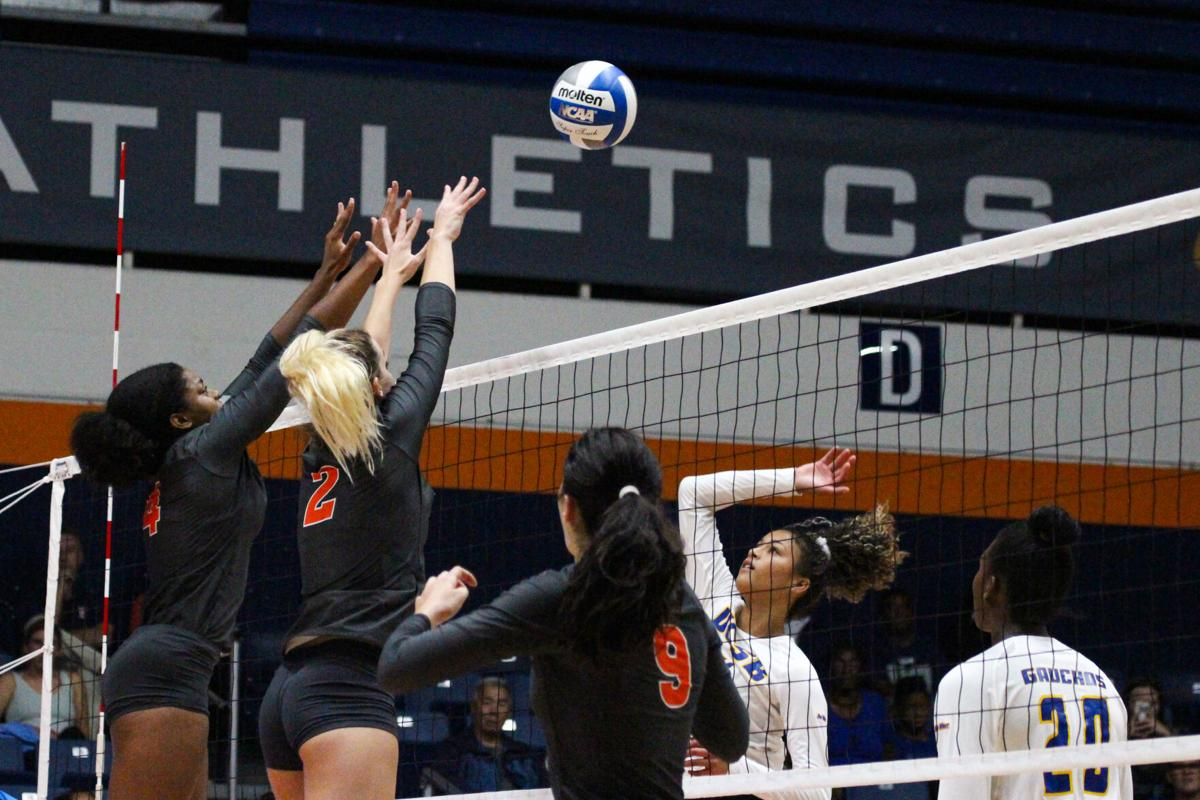 Cal State Fullerton Women S Volleyball Loses Fourth Straight Game Sports Dailytitan Com