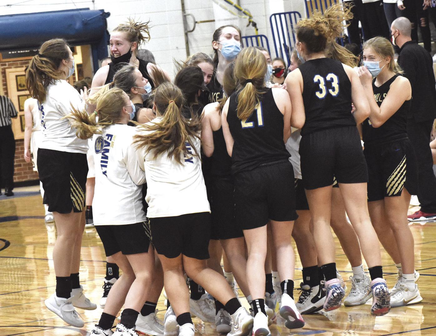 Lake Mills girls basketball celebrates