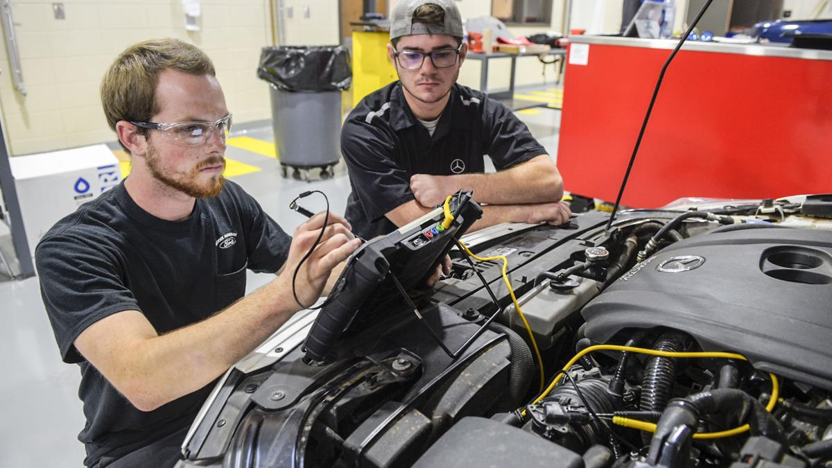 Calhoun automotive technology giving hands-on training in new building