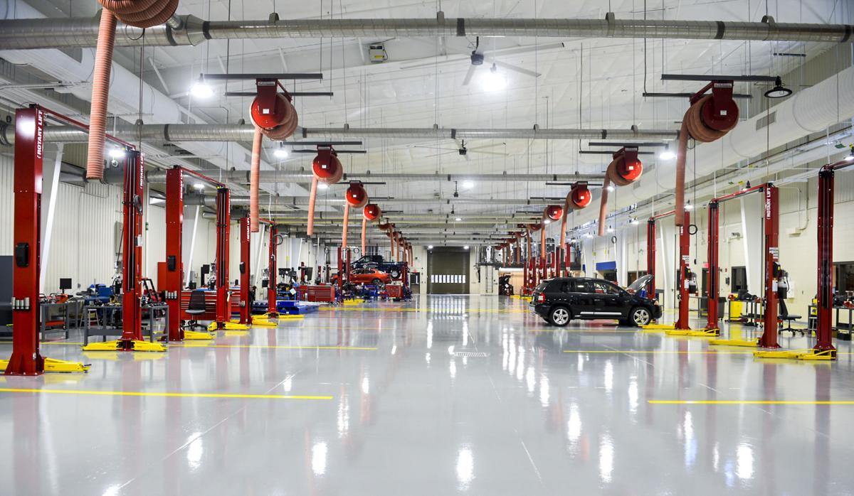D201016 automotive building