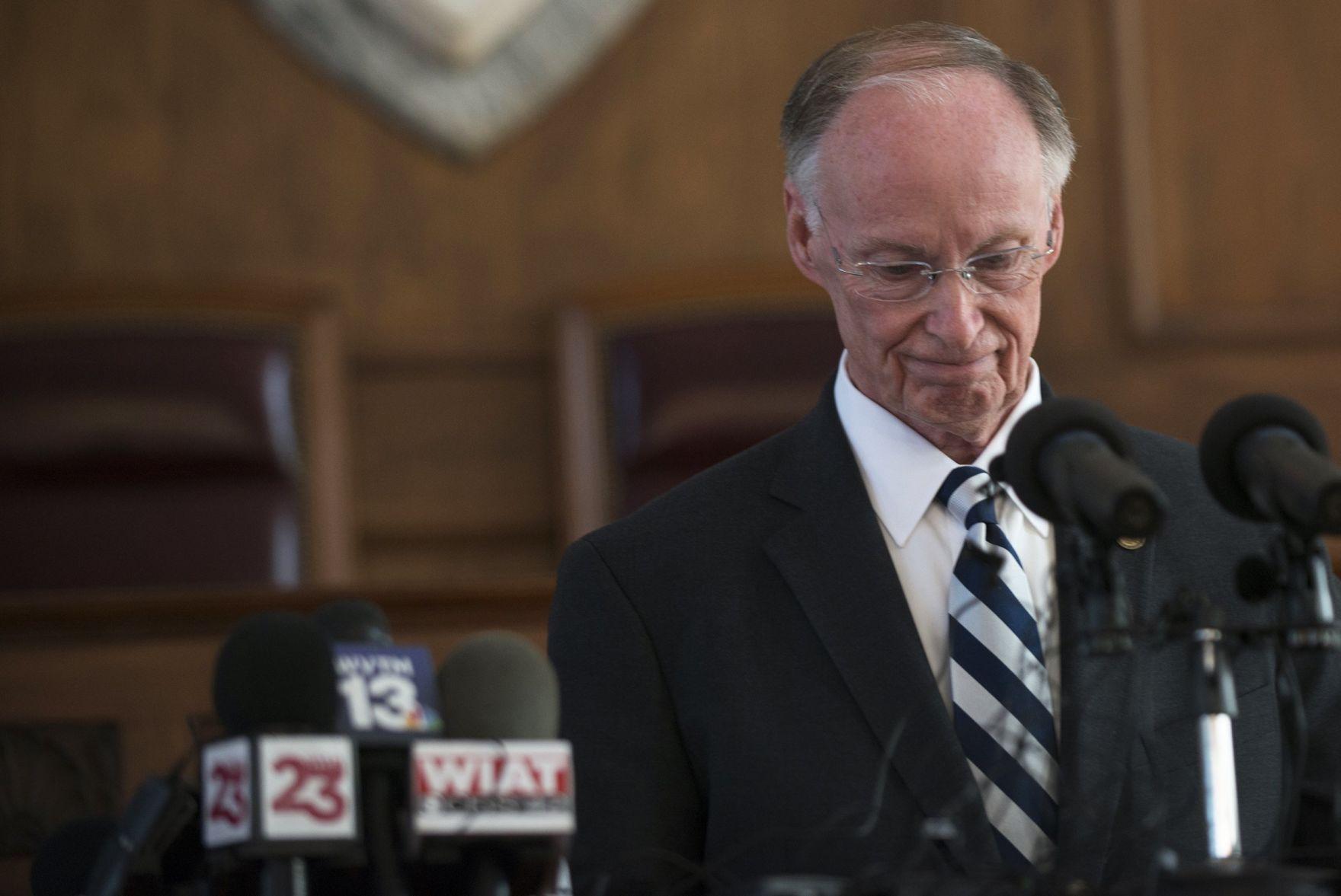 forced to resign resignation letter%0A APTOPIX Alabama Governor