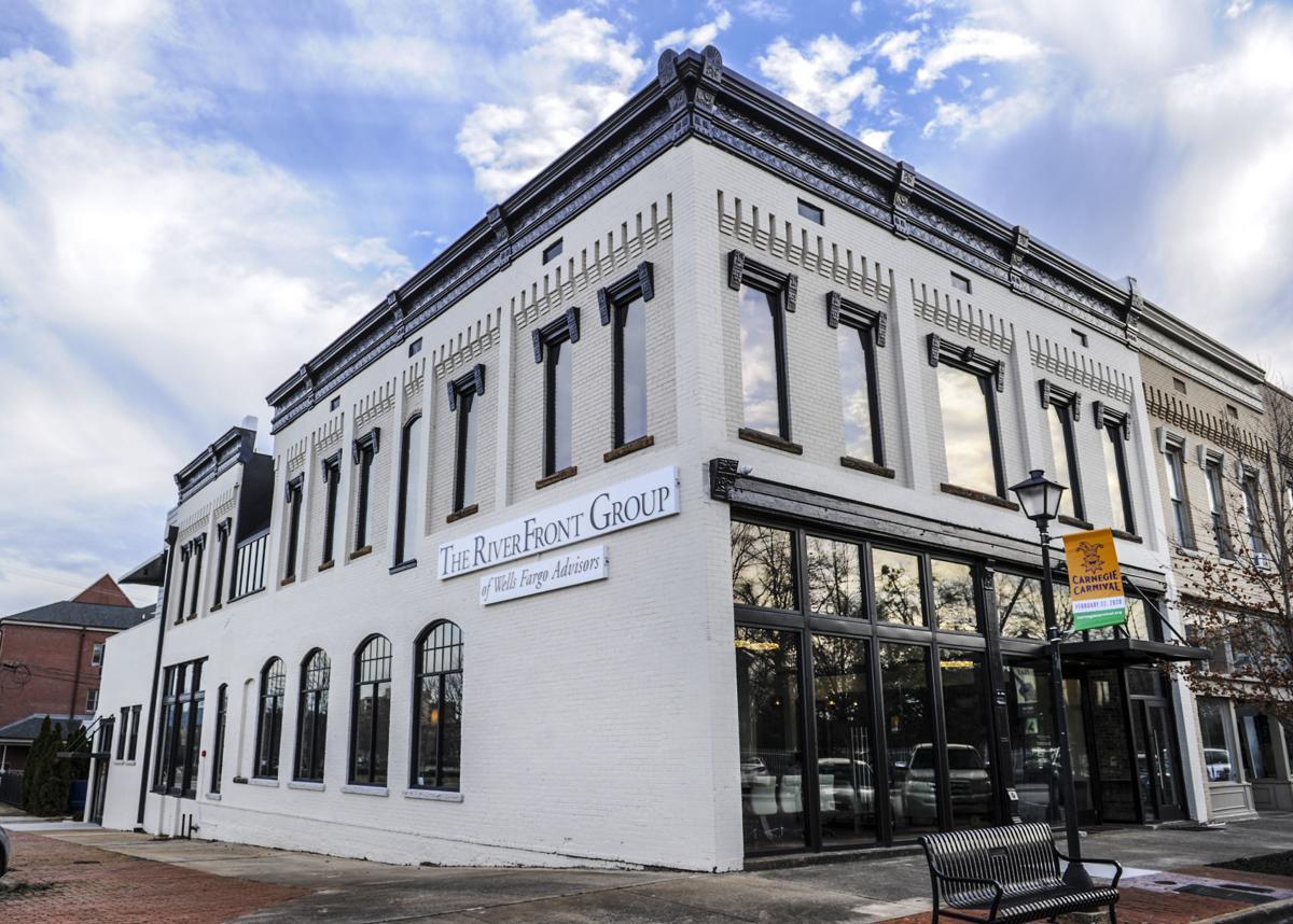 D200121 bank street building
