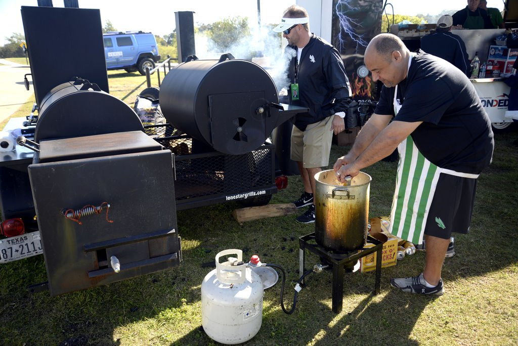Alumni, suite holders host almost 600 people at their tailgate