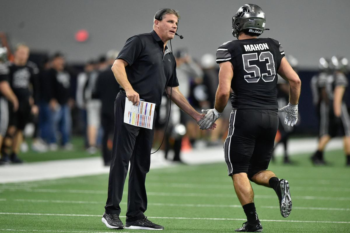 Guyer's John Walsh with Mahon