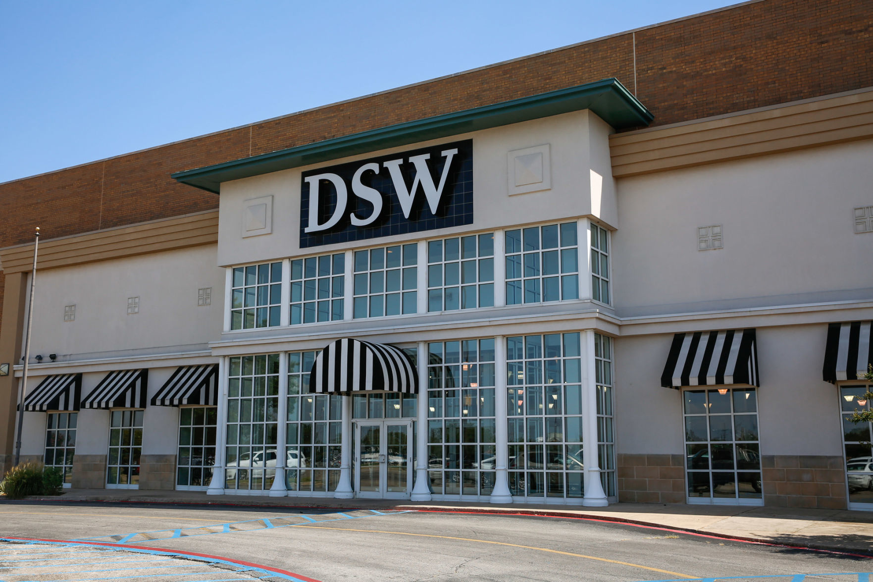 DSW leaving mall, being replaced by