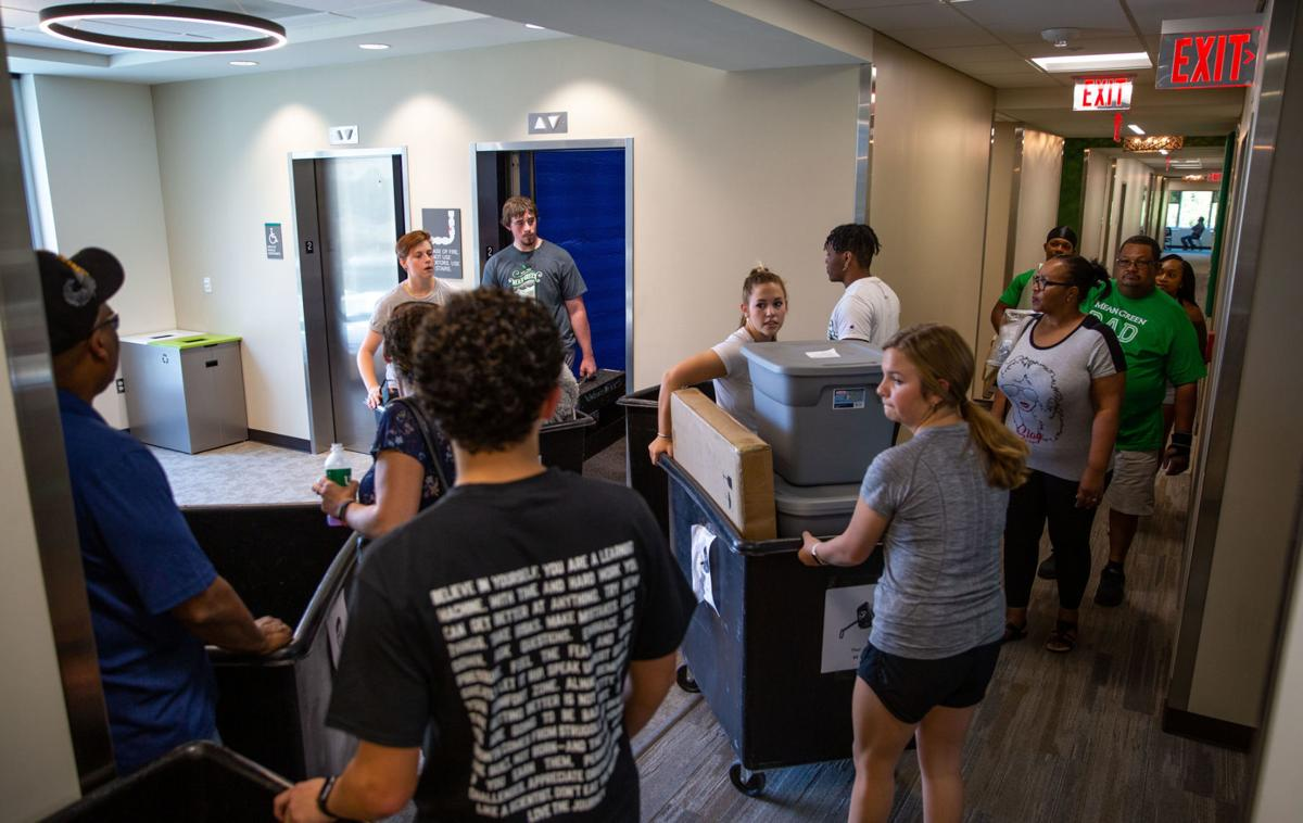 190818_drc_news_Greene Hall Move-In_04.jpg