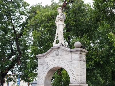 180908_drc_news_monument_6JW.JPG