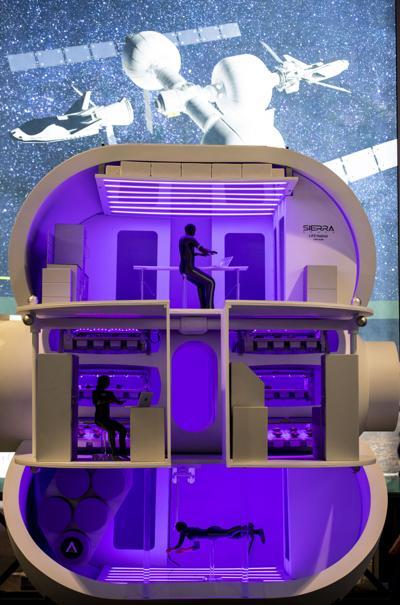 082621-news-spacetourists 03