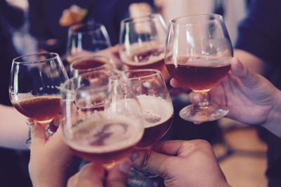 cheers toast beer glasses bar