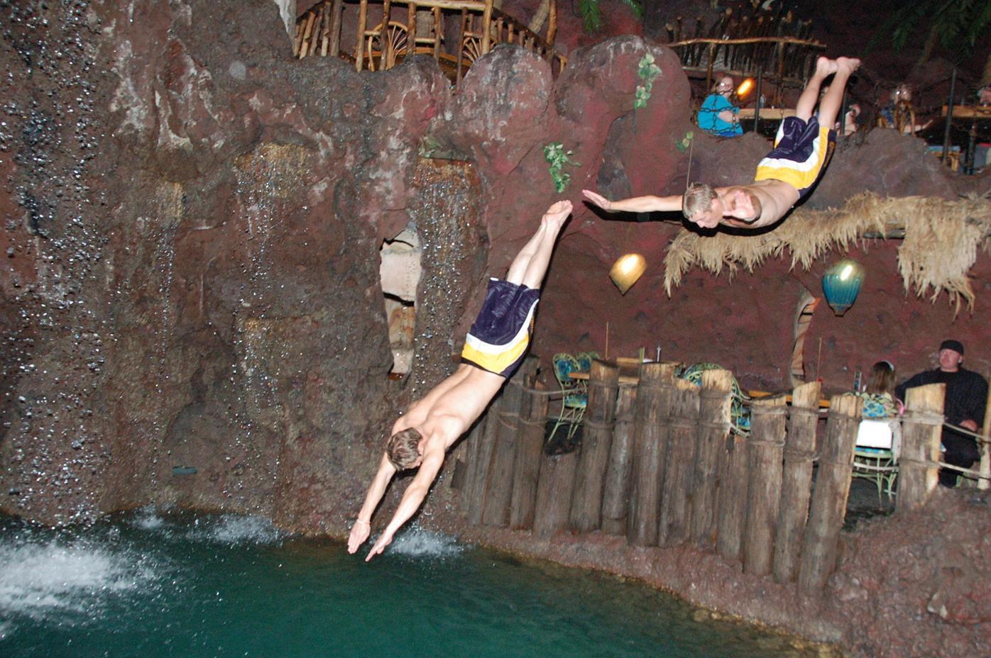 Casa_Bonita cliff divers (copy)
