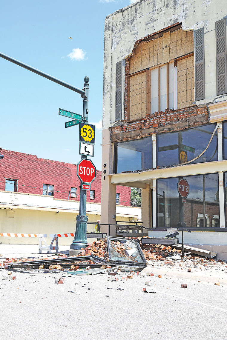 Front of downtown Mulvane building collapses 2