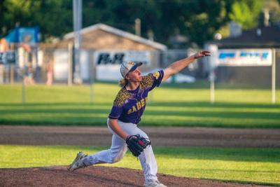 Central DeWitt splits with Comets, Falcons