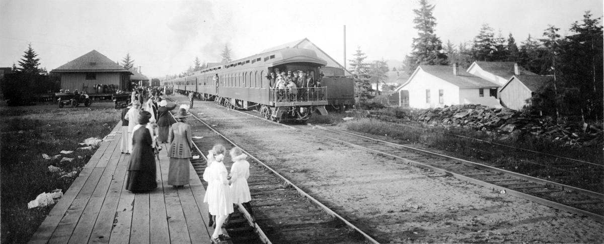 Traveling historian keeps it rail