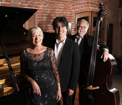 Jazz vocalist brings holiday music to the peninsula
