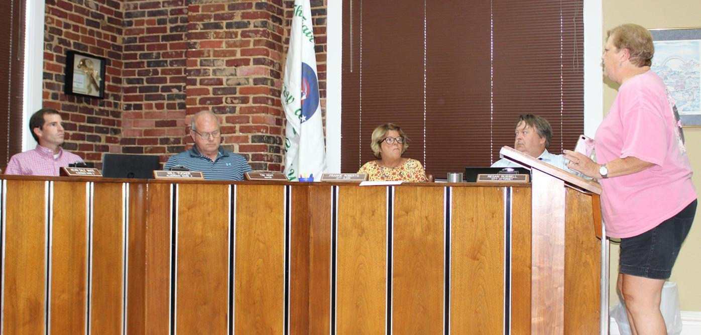 Baker talks to aldermen