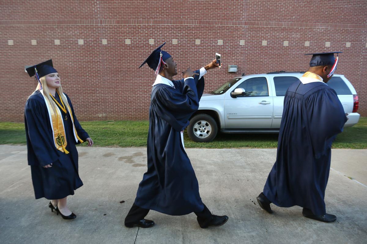 djr-2017-05-20-news-baldwyn-graduation-p2