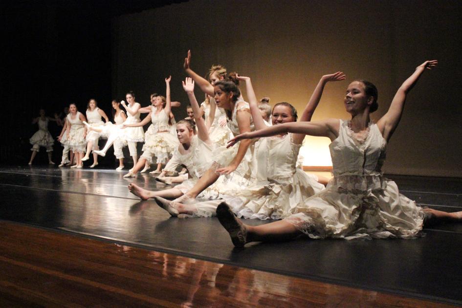 Modern dance company empowers dancers to create