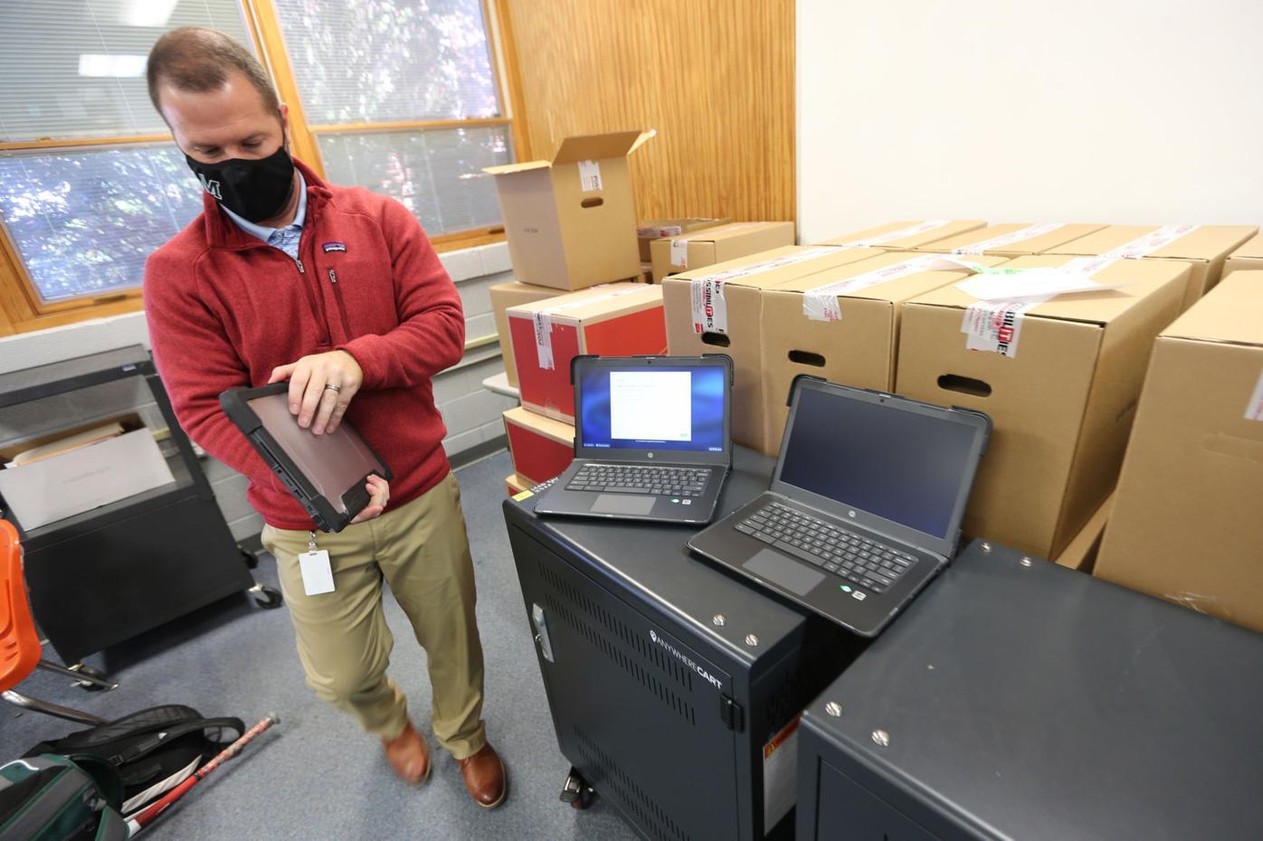 djr-2020-11-17-news-mooreville-laptops-arp2