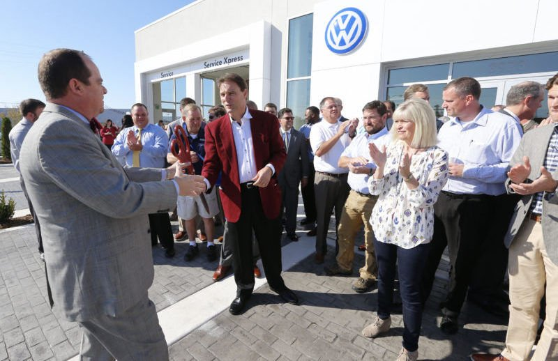 Barnes Crossing Vw Celebrates New Facility Business