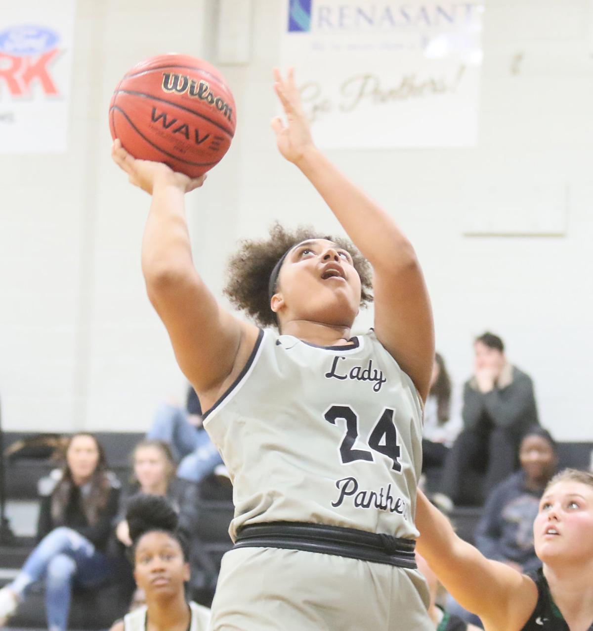 mcj-2019-11-20-sports-amory-hoops1-3c