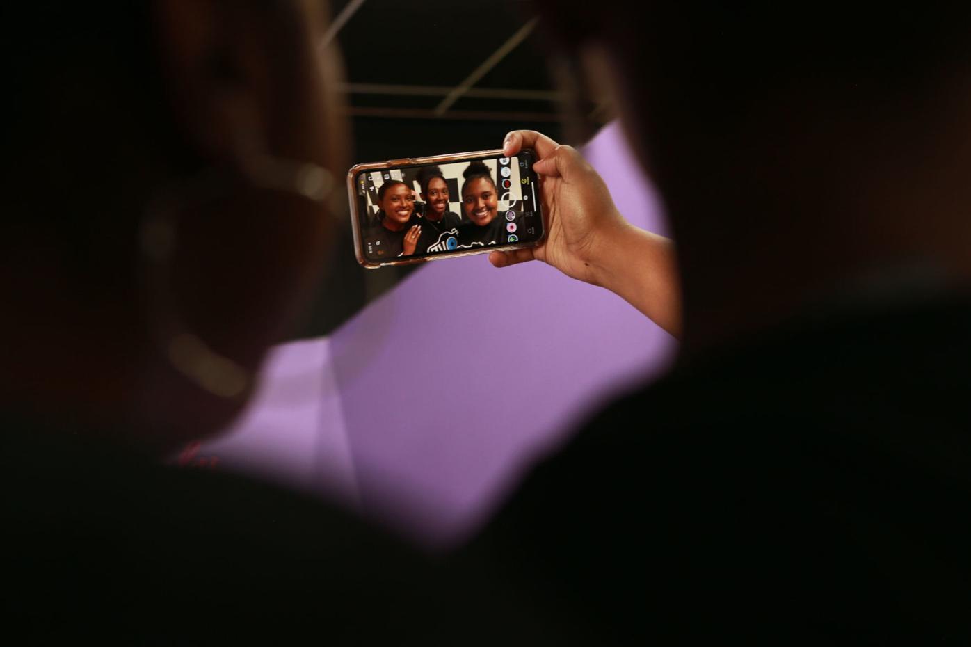 djr-2021-07-16-biz-selfie-store-twp3
