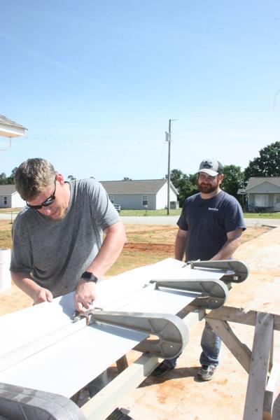 Masterbuilt employees work for Pontotoc Habitat