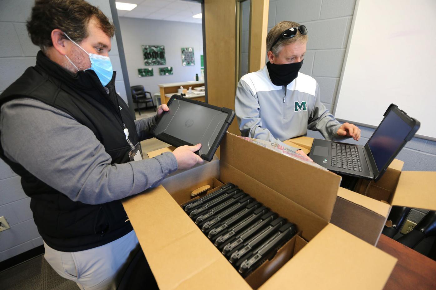 djr-2020-11-17-news-mooreville-laptops-arp1