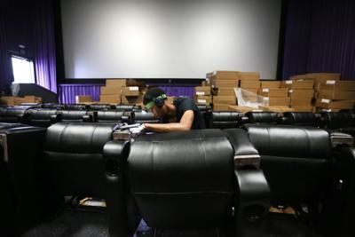 djr-2017-10-11-news-cinemark-recliningp4