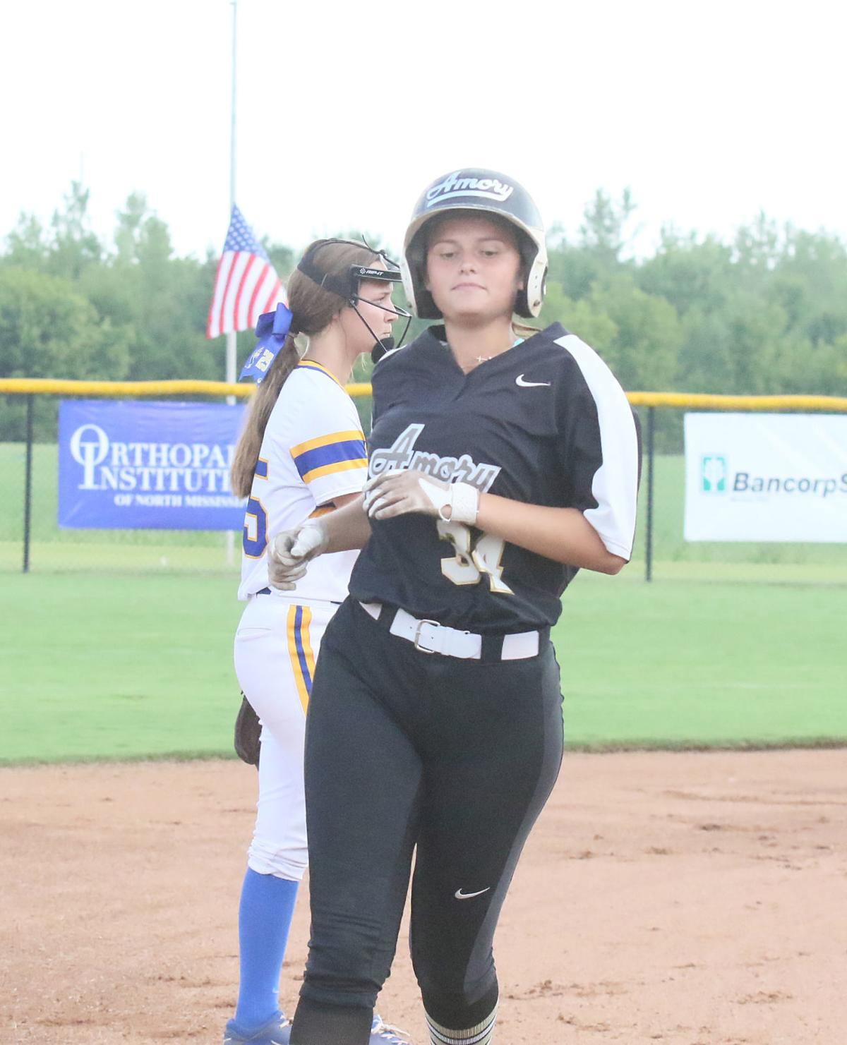 Lady Panthers open with victory in defensive battle with