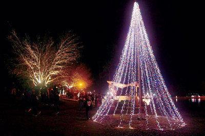 Ballard Park illumination kicks off Christmas in Tupelo