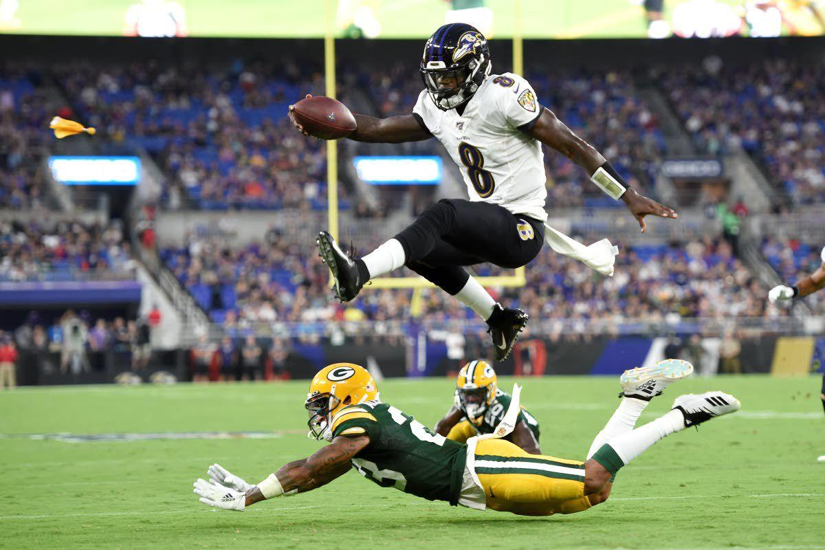 Ravens fly over Packers