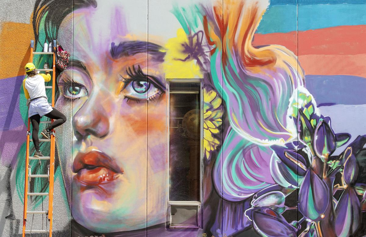 Photos: Mural brings life to Moscow