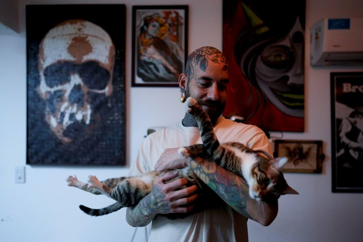 Some Argentines turn to unusual pets for comfort