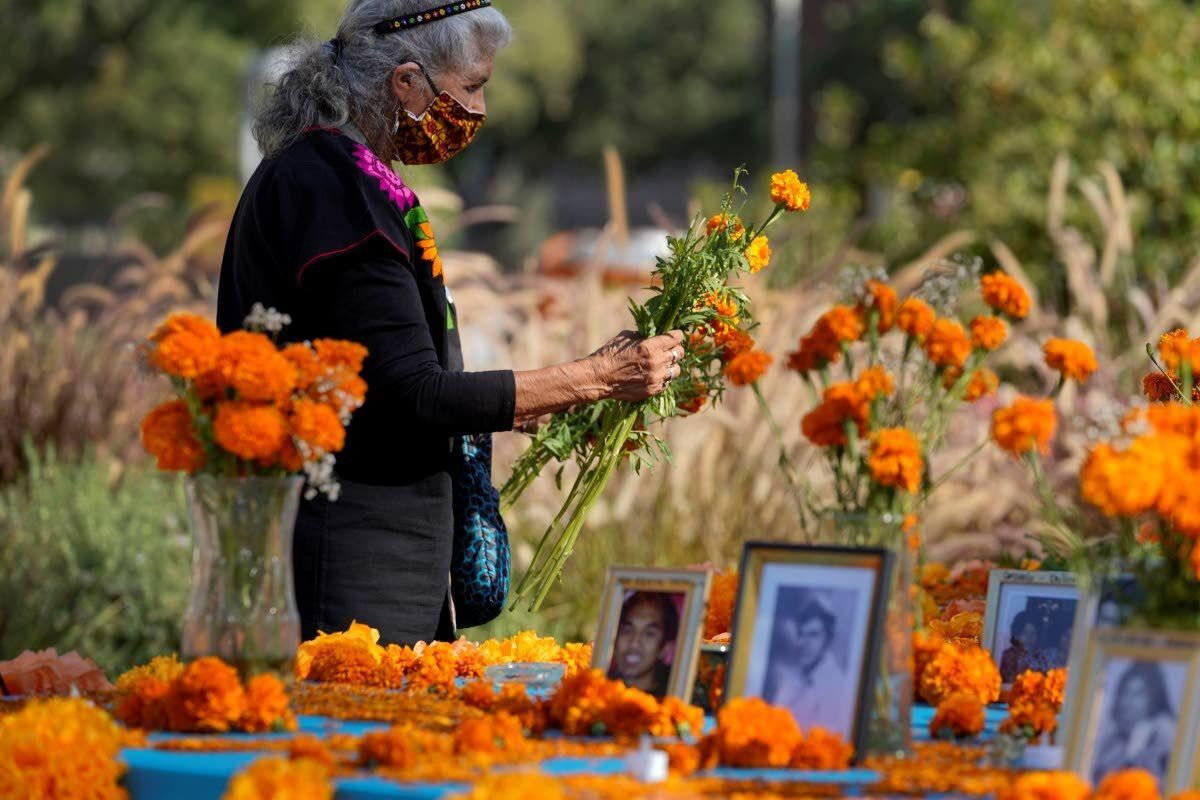 Virus deaths loom over Day of the Dead