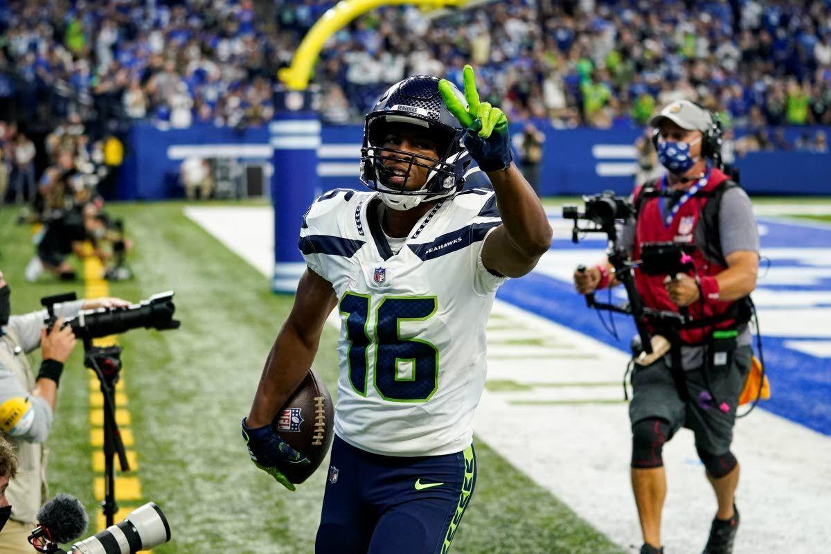 Efficient Wilson leads Seahawks past Colts in opener