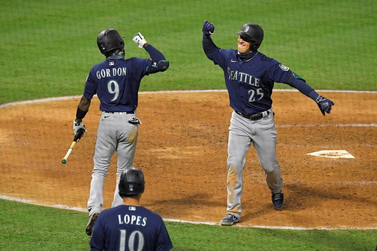 Mariners rally past Angels 10-7